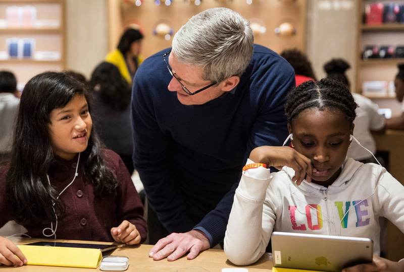 Tim Cook Hour of Code_900x600