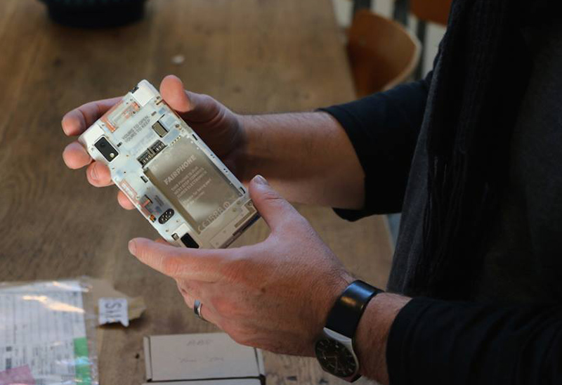 Conflict-Free Phone Manufacturer Fairphone Launches an OS with 'Nothing to Hide'