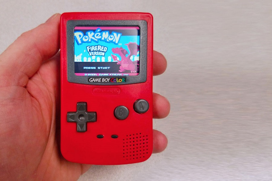 Game Boy Color Nano toy running Pokémon