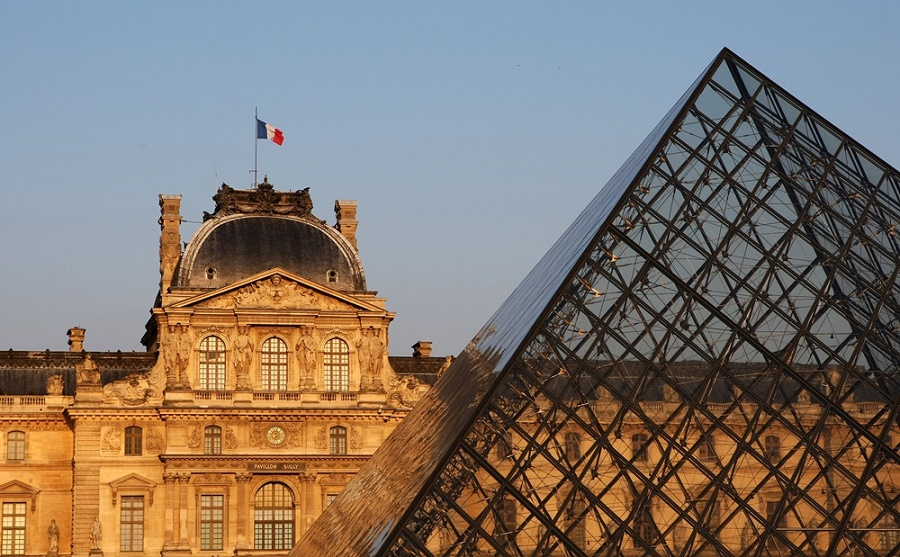 Louvre attack thwarted