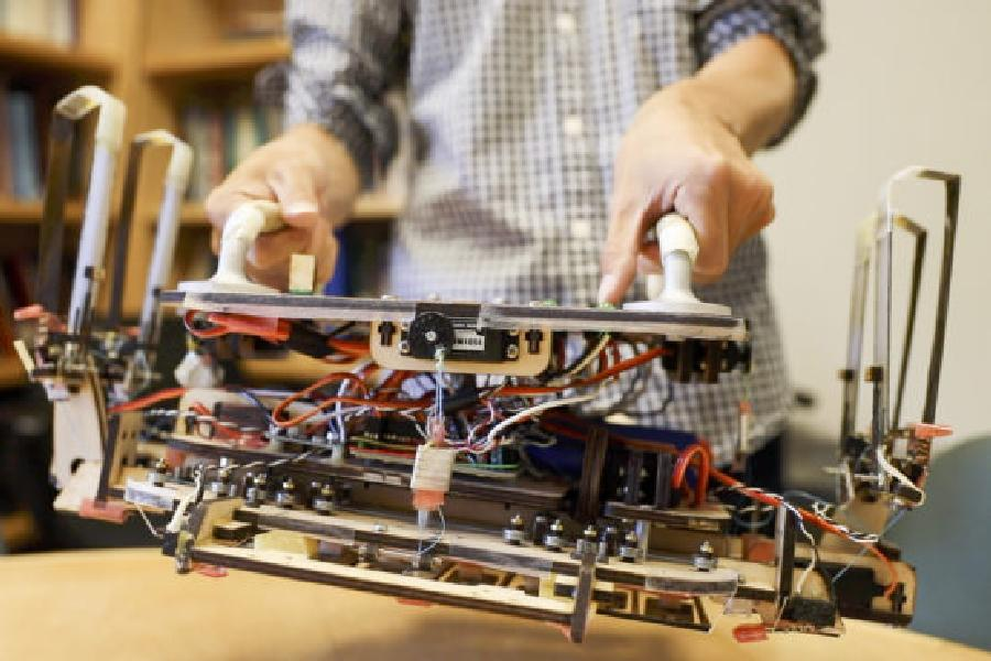 Robot gripper for space junk inspired by gecko