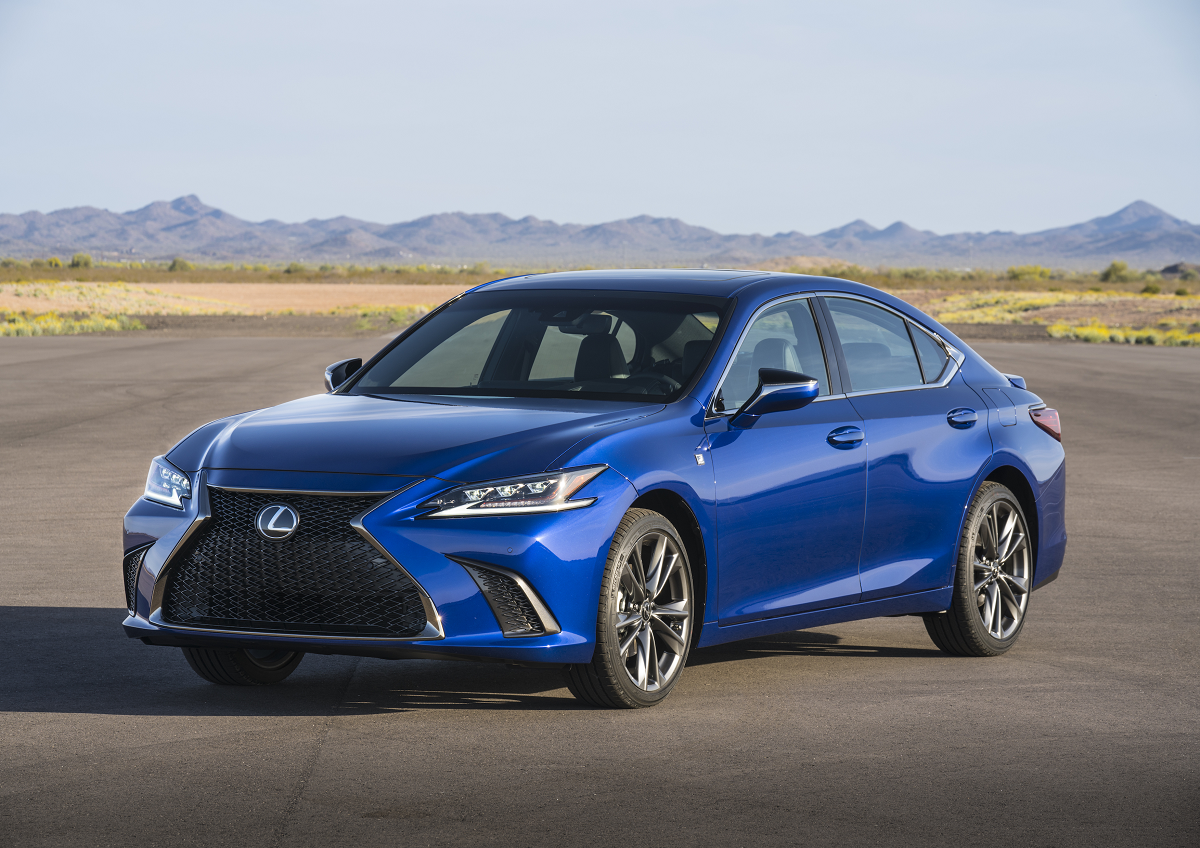 2019 Lexus ES Is Equipped With Apple CarPlay Technology