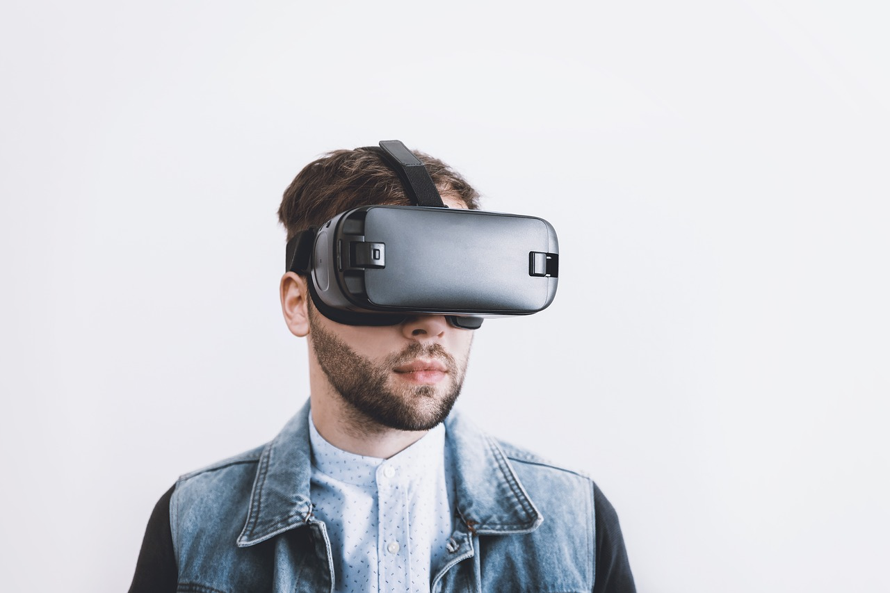 Virtual reality and perception of food
