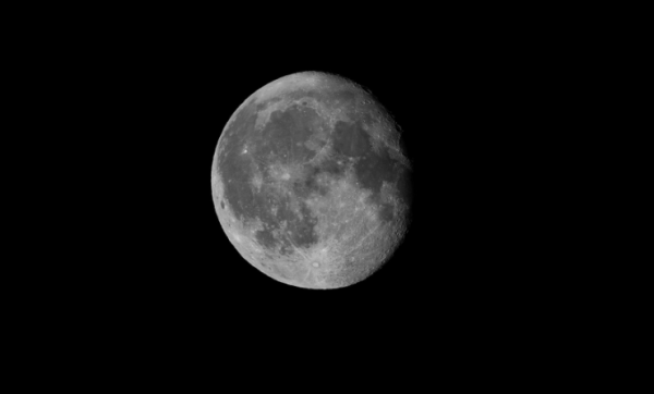 How to Take the Best Photo of the Moon According to Dennis Doucet