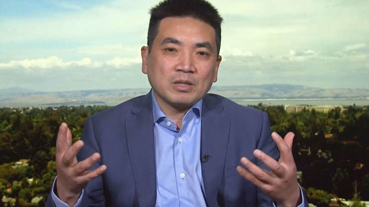 Zoom CEO Eric Yuan Apologizes For Security Problems in Live YouTube Stream