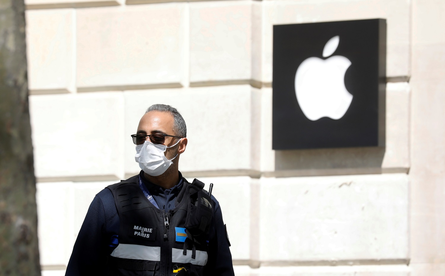 Apple Reluctant Over France's Request to Lift Bluetooth Limits and Allow Contact Tracing App