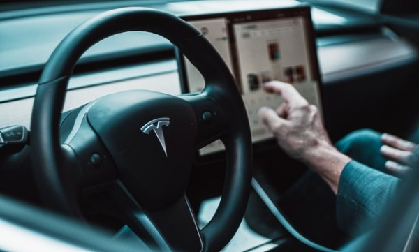 Tesla Will Launch New Software That Will Help Its Car Slow Down And See Traffic Lights And Stop Signs