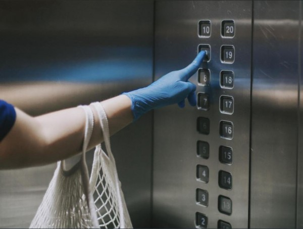 [UPDATE] 71 People Were Infected by Coronavirus After 1 Woman Used An Elevator: Here's How It Happened