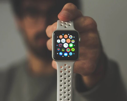 Here's Why People Aren't Excited With Apple Watch Series 6 Anymore