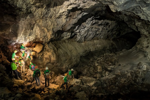 Chain work at the lava tube
