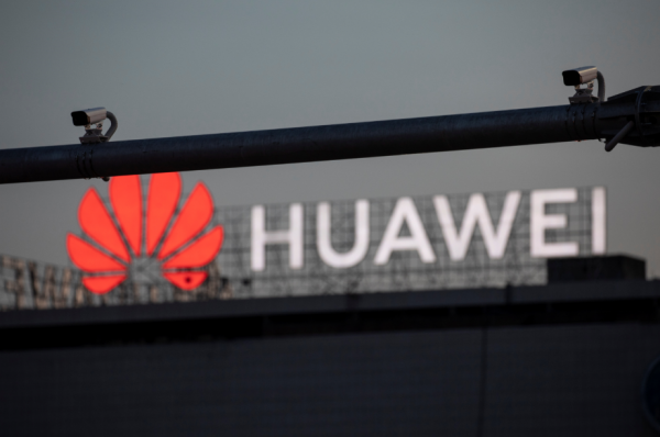 Samsung and LG Will No Longer Supply is Smartphone Displays to Huawei; What Will the Largest Smartphone Maker Do?