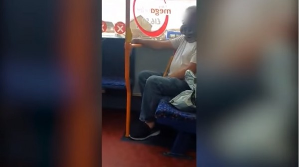 [VIRAL] Video Shows Man Wears Snake as Face Mask; No One Dares to Ask Why!