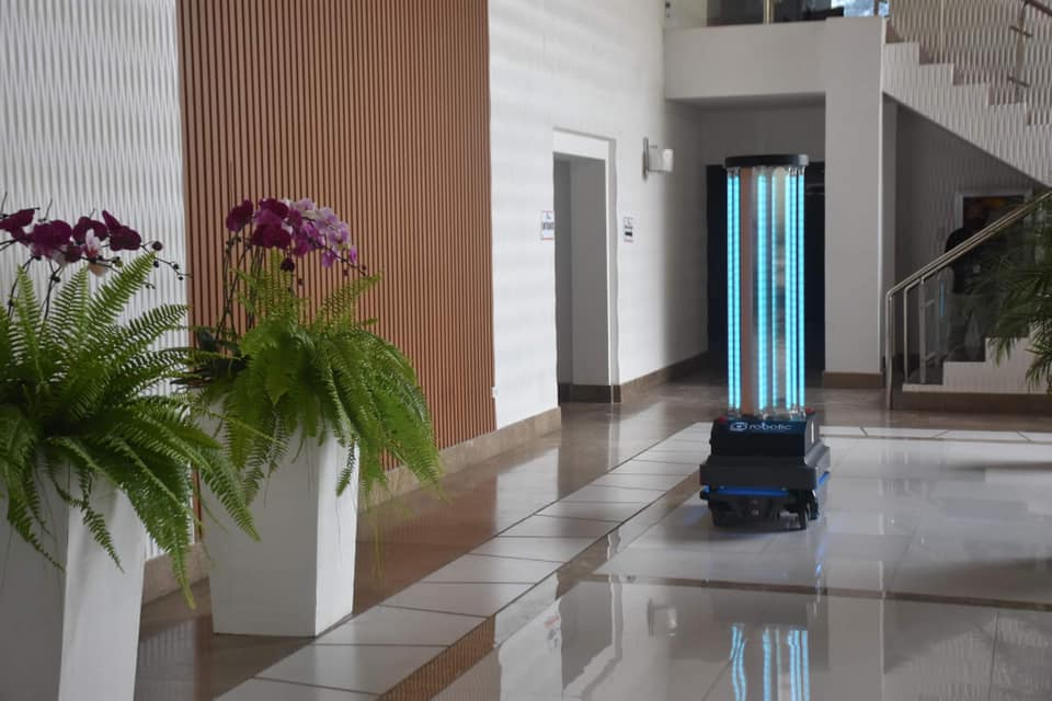 [VIDEO] Anti-COVID Robot Stops Demo After 10 People Gets UV Irritation From Device; Is UV Light Effective?