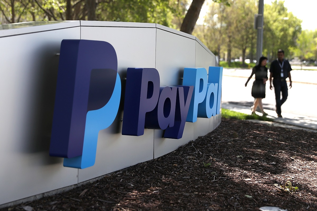 PayPal Experiments With More Traditional Banking Services
