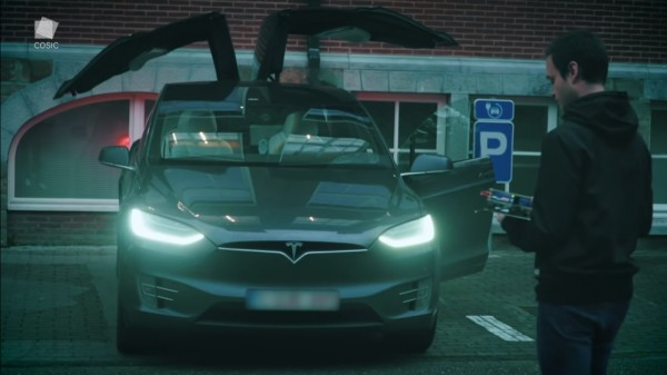 """Hacker """"Steals"""" a Tesla Model X in 90 Seconds Using a New Key Cloning Relay Attack"""