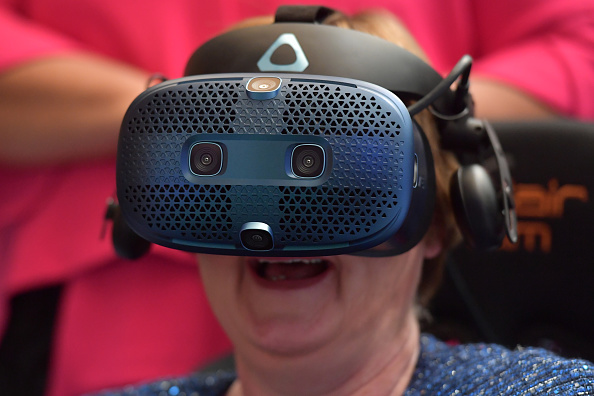 You Can Now DM in Virtual Reality, Thanks to New Oculus Quest 2 Update! Facebook Messenger is Now Supported