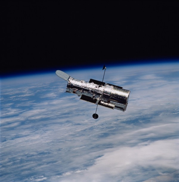 Hubble Space Telescope Enters Safe Mode After Experiencing a Software Glitch