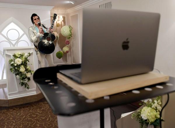Las Vegas Wedding Chapel Performs Live Virtual Elvis-Themed Vow Renewals Amid COVID-19 Pandemic
