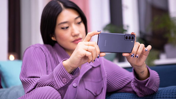 Samsung Galaxy S22's to Have Moving Camera Sensors: Is it the Same With iPhone 12 Pro's Stabilization Feature?