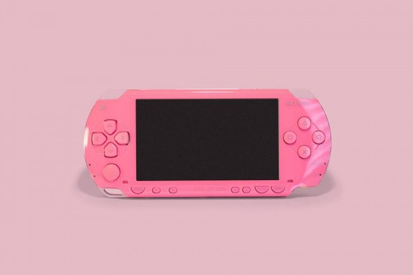 Konsol psp dalam warna pink