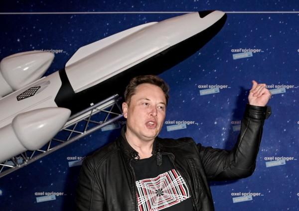 Elon Musk Asks for Public Support for SpaceX Mars Mission