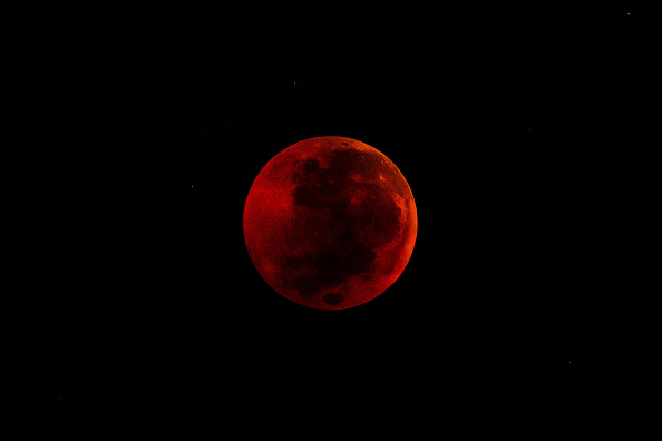 Lunar Eclipse Blood Moon 2021 is About to Arrive! Where, When, and How to Capture It Using Smartphone