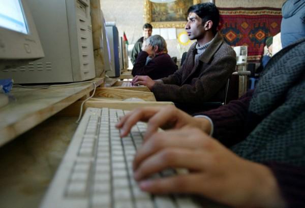 Afghans Surf Web In New Cafe