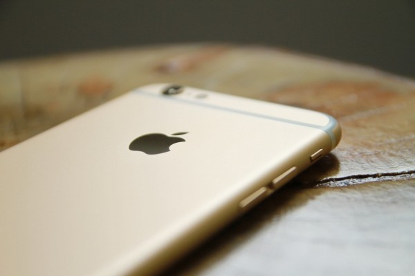 Apple Sued After Woman's Explicit Photos Were Leaked After She Went to iPhone Repair Shop