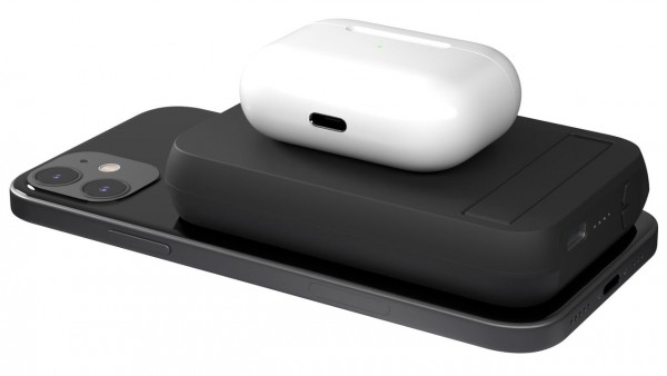 Zens Magnetic Dual Powerbank's MagSafe Charging Can Power Up Your Devices At the Same Time