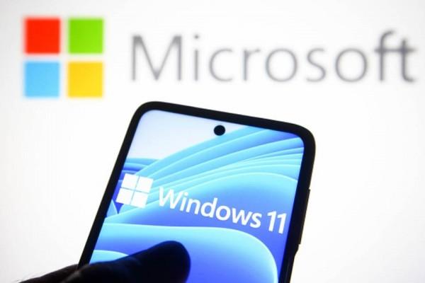 Windows 11 phone hand