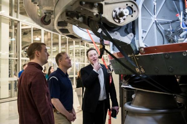 "Elon Musk Tweets SpaceX to Open Rocket Faciltiy in Waco to Produce More ""Big Rocket Engines"""