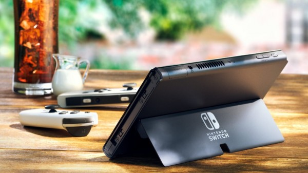 Valve Steam Deck vs Nintendo Switch OLED: From Price to Specs, Which Would You Choose?