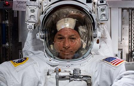 NASA Astronaut Shows 'Terminator Line' Through Endeavour's Window | Here's How it Looks Like