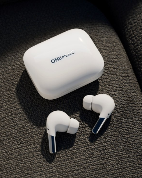OnePlus Buds Pro Vs. AirPods Pro: Could This $150 Earphones Beat Apple's Wearable In Battery Life and Other Specs?