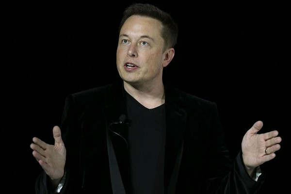Elon Musk Takes Swipe at Apple's App Store, Batteries on Devices