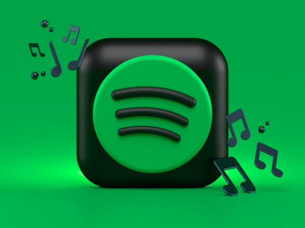 Through the new Spotify's 'What's New' Feed, selecting songs or podcasts from your favorite creators is only one scroll away.