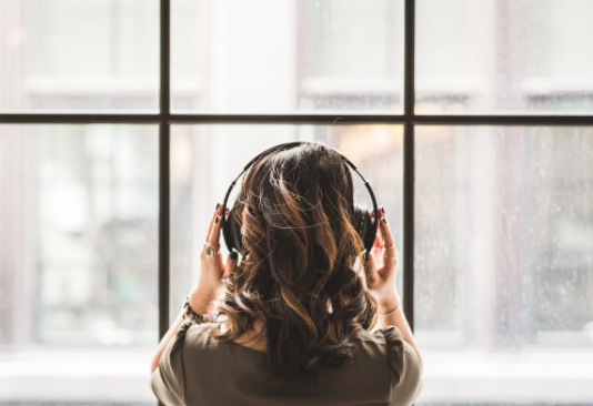 Research Shows Replaying 'That Song' in Your Head is Good for Building Memory | How Virtual Live Music is Driving the Future of Music