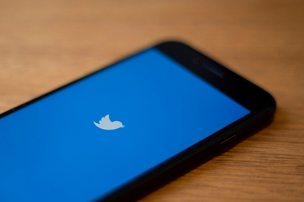 Twitter DM Enhancement Sends a Single Tweet Up To 20 Different Convos—No More Accidental Group Creation!