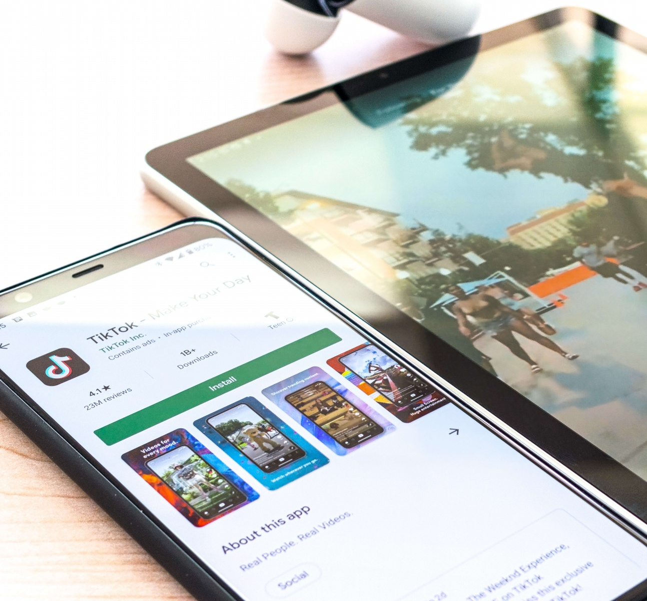Google Play Store App Customized for Country-Specific and Device-Specific Ratings