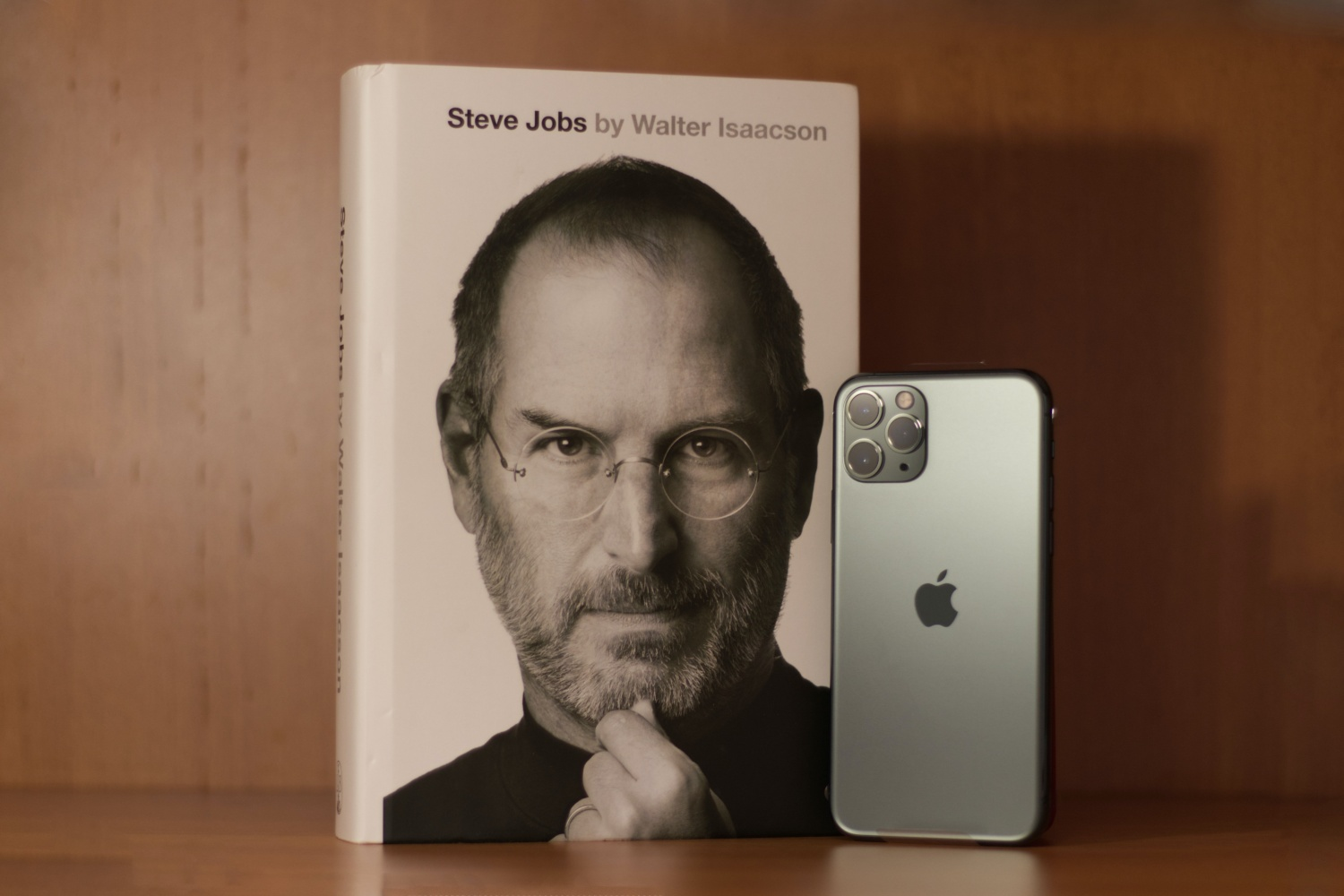 Samsung Makes Disrespectful Gesture Towards Apple's Late Steve Jobs Calling Him the 'Turtleneck Wearer' After Passing on Oct 5, 2011