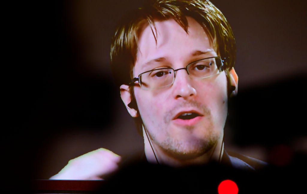 """Apple CSAM Detection Tool a """"Disaster-in-the-Making,"""" Edward Snowden Says"""