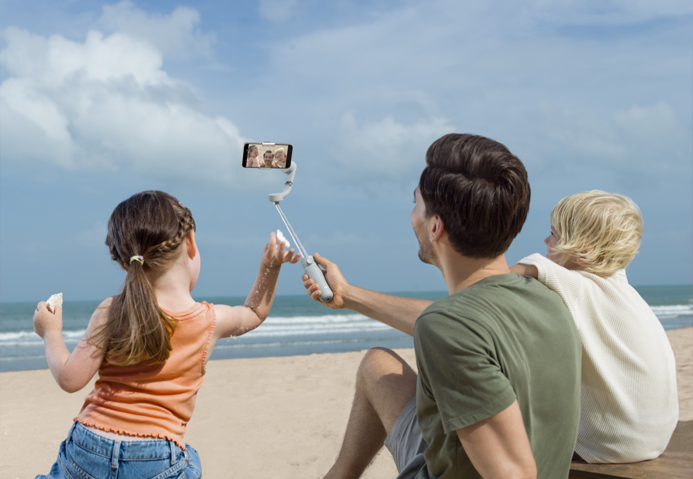 DJI OM5 Smartphone Gimbal Now Doubles as a Selfie Stick | Check It Out