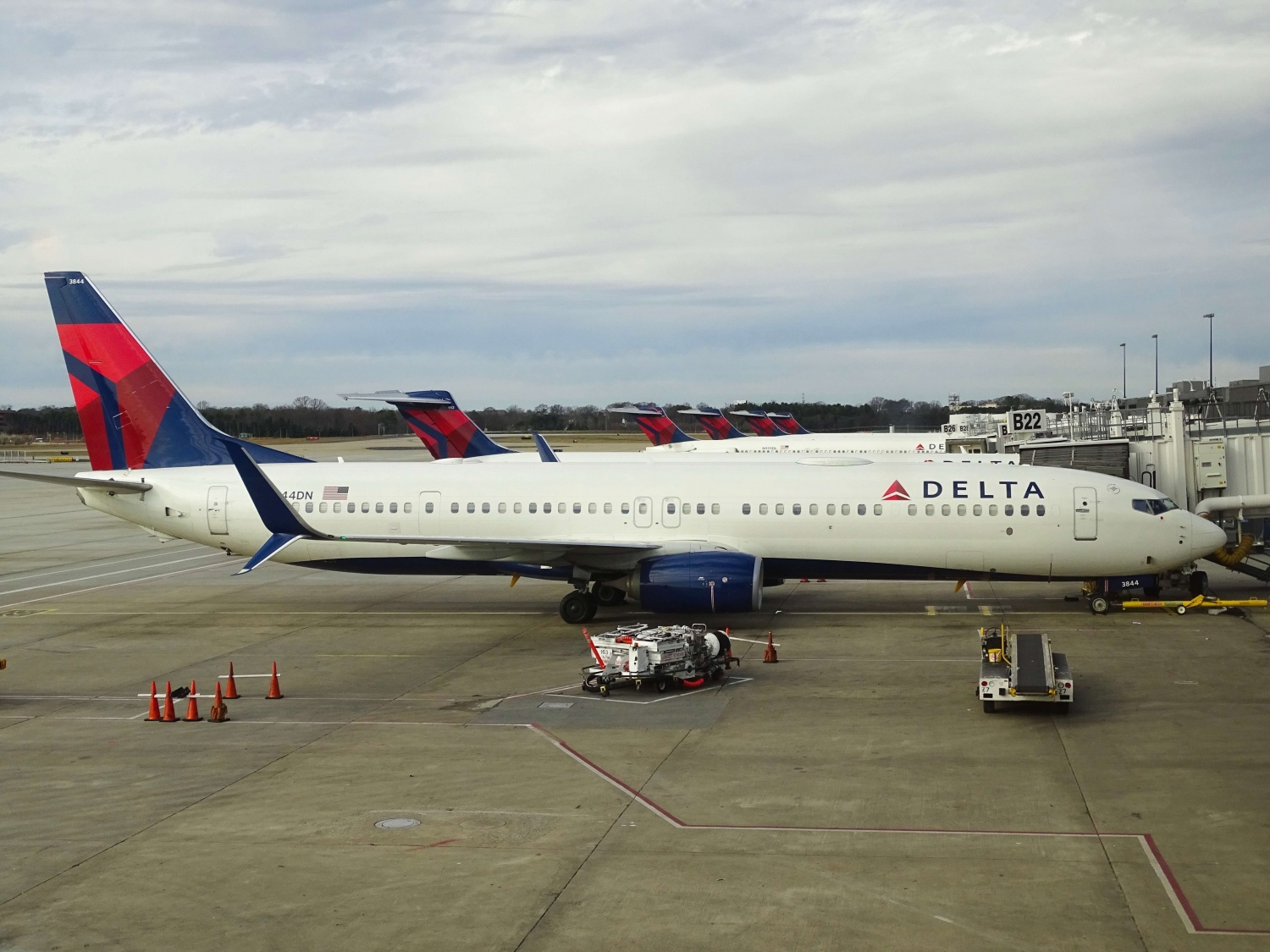 Delta Air Lines to Implement $200 Monthly Health Insurance Surcharge for Unvaccinated Employees