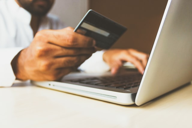 PayPal or Credit Card: Which is Better for Online Shopping?