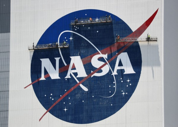 NASA Awards SpaceX, Blue Origin, Among Other Firms Contract to Design Moon Lander Systems