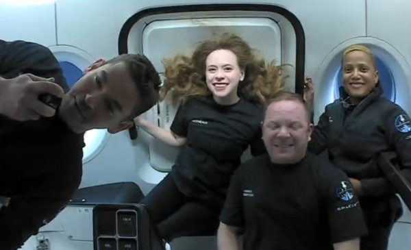 SpaceX Inspiration4 Members Share Shots of Spacecraft's Cupola After Completing 15 Orbital Rotations