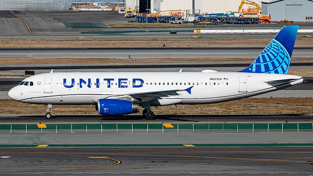 United Airlines Layoffs 593 People for Violation of COVID-19 Vaccine Mandate