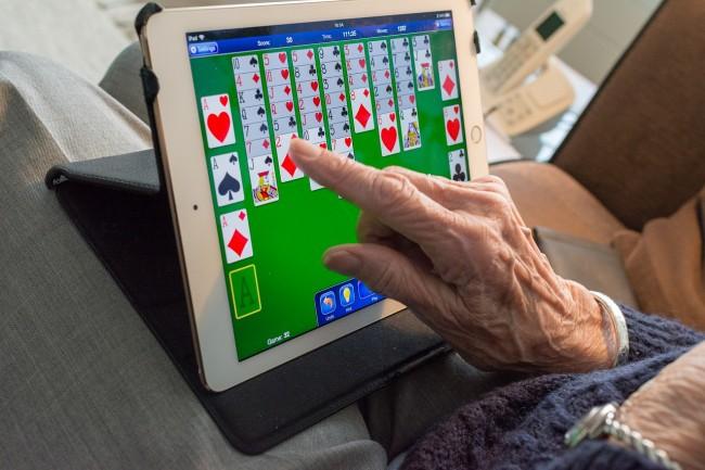 Tablet especialmente projetado para idosos 3
